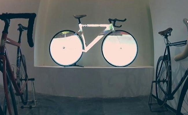 projection-mapping-on-fixed-gear-bike