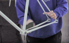 Comment décaper et peindre son cadre de vélo