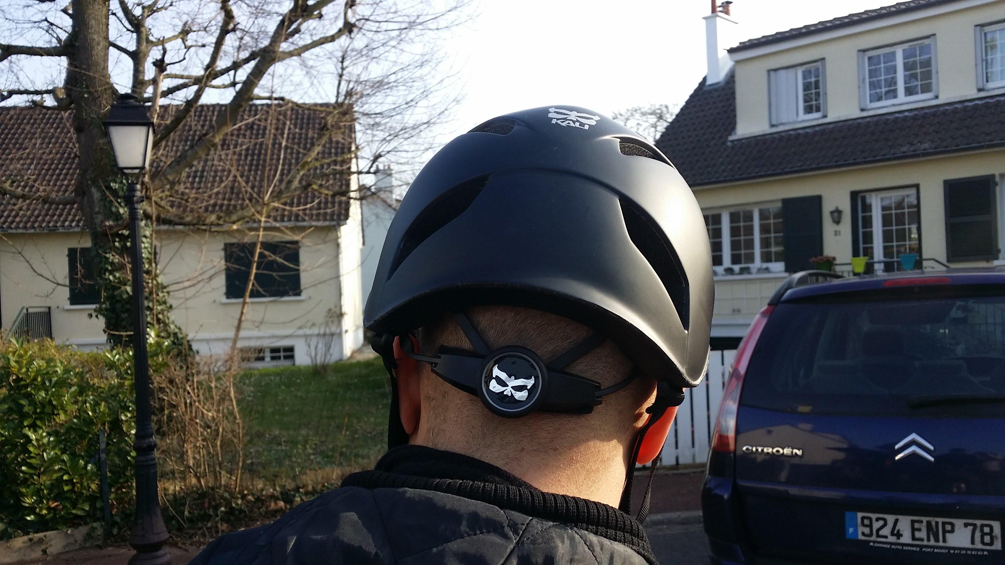 Nous avons testé le casque Kali Danu noir mat