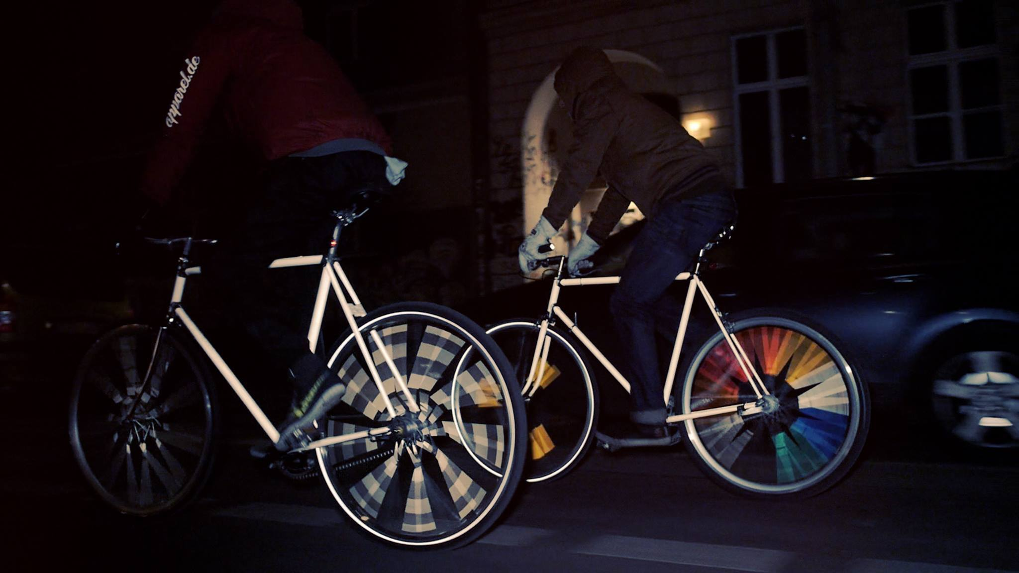 Happarel Bicycles propose des tatouages fluorescents