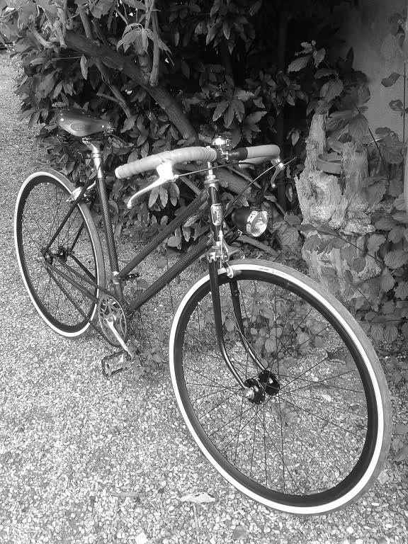 Singlespeed rétro vintage sur la base d'un vieux vélo de ville