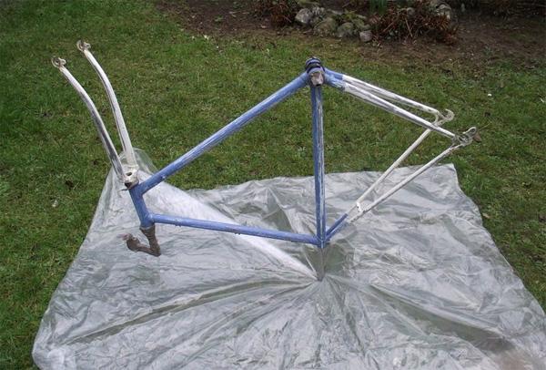 Comment repeindre son cadre de vélo à la bombe de peinture