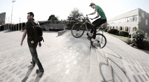 Vidéo « Spring's spins » par O'Pignon fixed wear