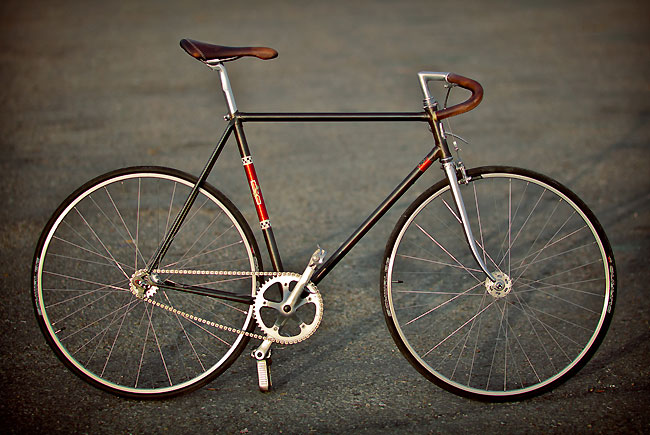 peugeot prn10 de 1977 remis au go t du jour fixie singlespeed infos v lo fixie pignon fixe. Black Bedroom Furniture Sets. Home Design Ideas