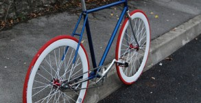 pignofixe-sonic-bleu-blanc-rouge