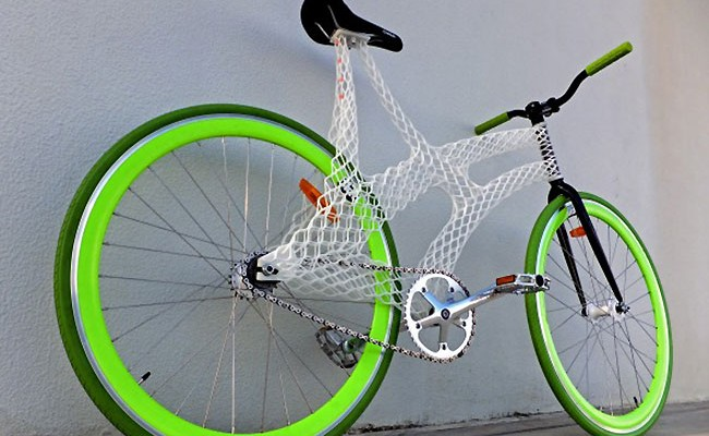 Un fixie avec un cadre produit par une imprimante 3D