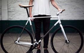 Pignon fixe Trophy Bike par le studio Rapt Studio