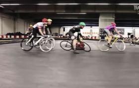 Rad Race, courses de vélo en mode extrême