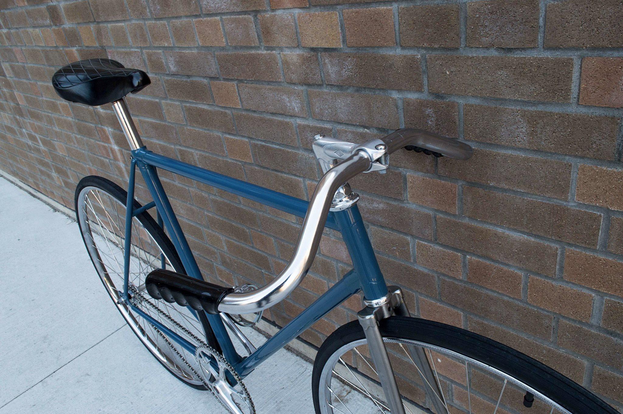 Un vélo de route canadien CCM devenu pignon fixe