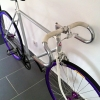 Montage d\'un fixie blanc et violet