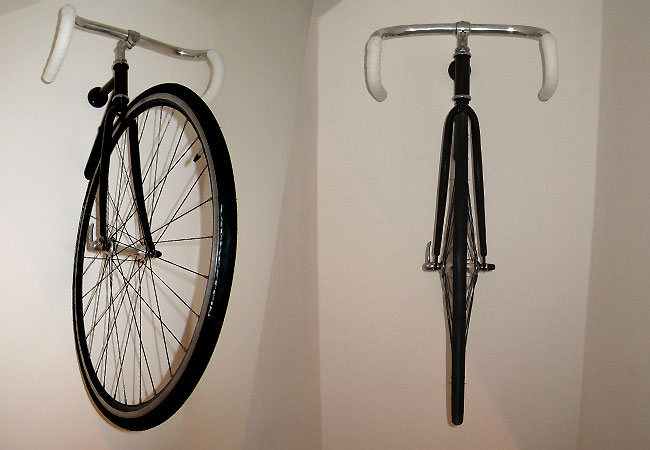 un v lo accrocher au mur fixie singlespeed infos v lo. Black Bedroom Furniture Sets. Home Design Ideas